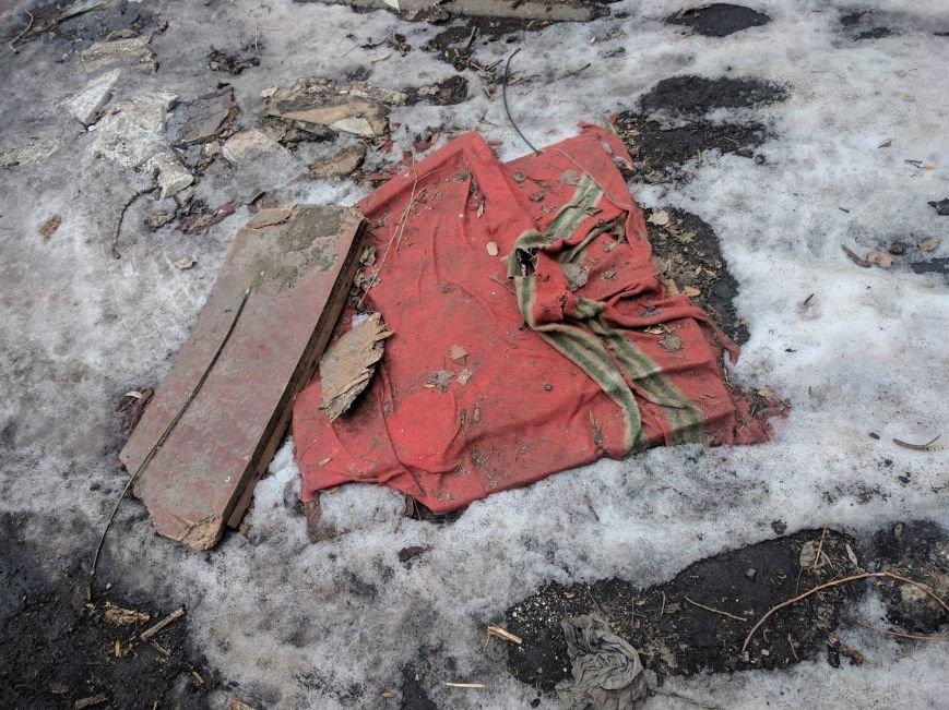 Ты удивишься: Одесские дворники установили самую странную крышку от люка (ФОТО), фото-1