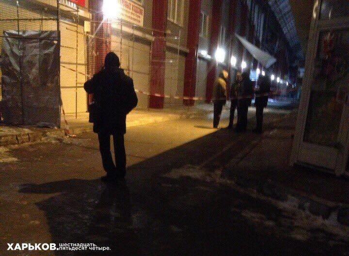 На Барабашово альпинист сорвался с крыши торговой площадки и погиб (ФОТО), фото-3