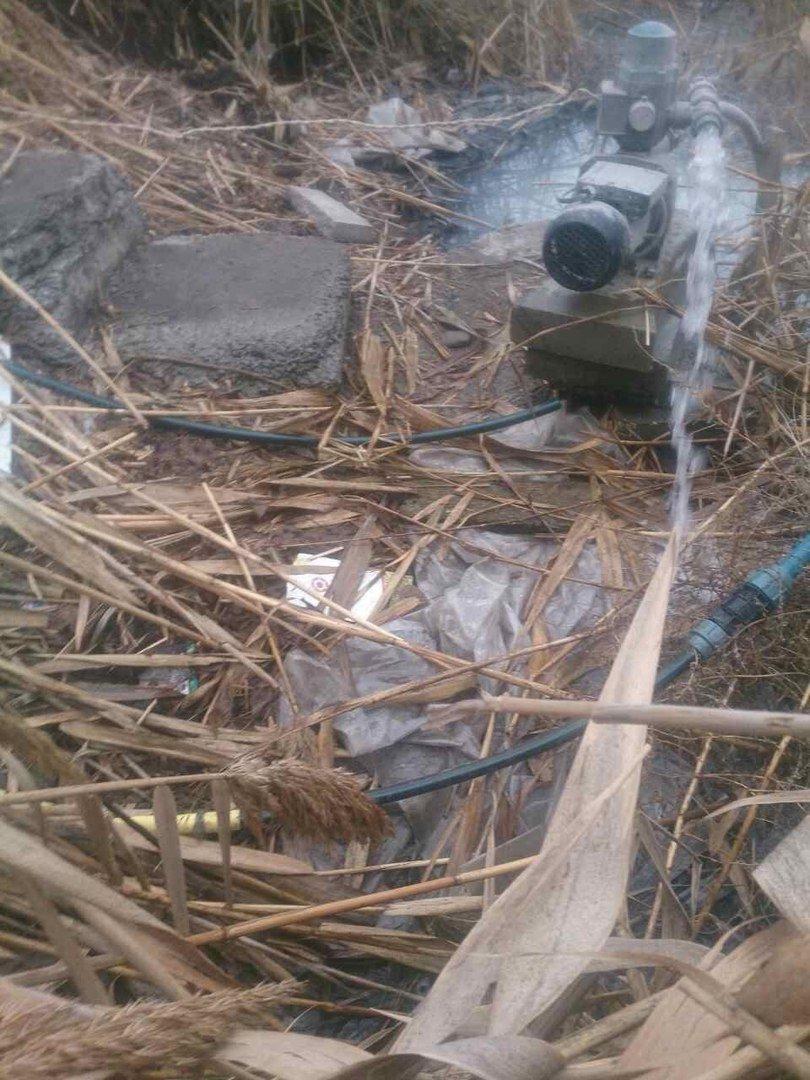 Песчанский ручей приноровились загрязнять при помощи мотопомпы, фото-1