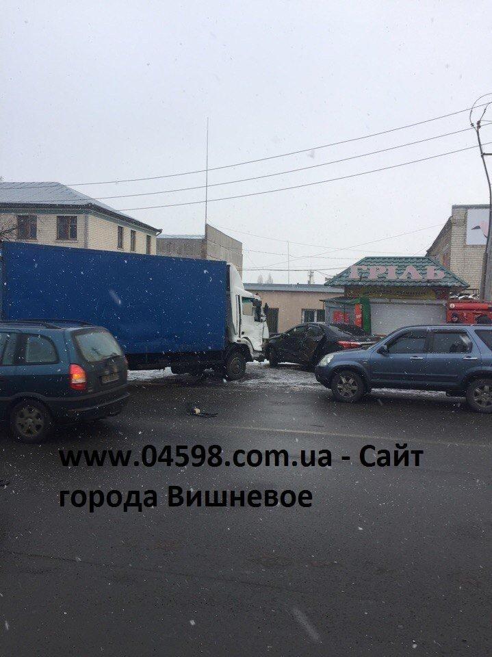Авария в Вишневом: грузовик и легковой автомобиль (ФОТО), фото-2