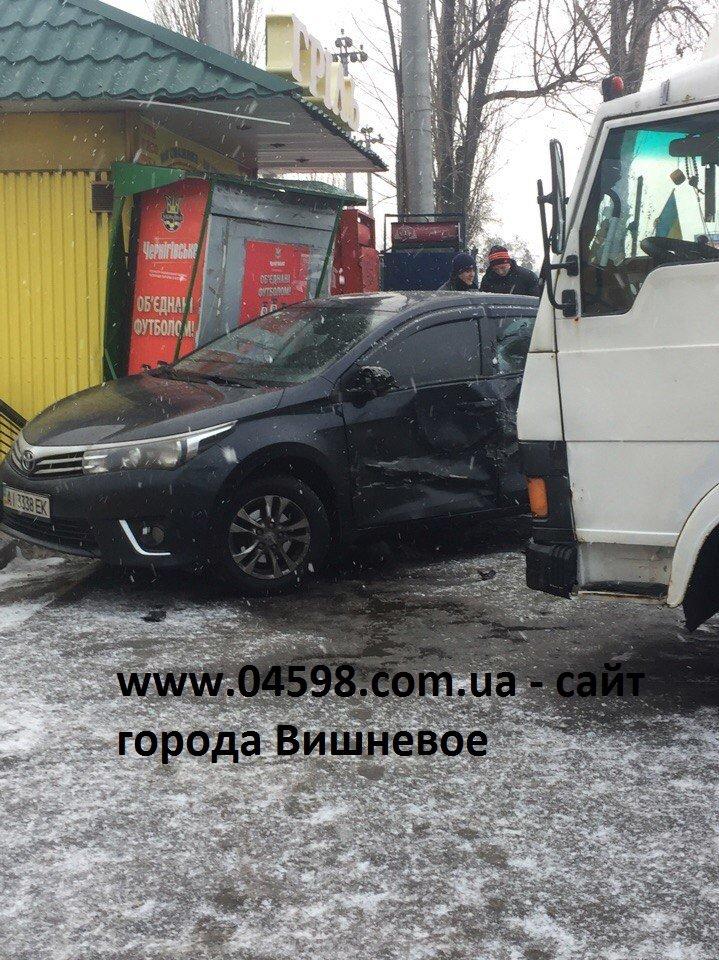 Авария в Вишневом: грузовик и легковой автомобиль (ФОТО), фото-1