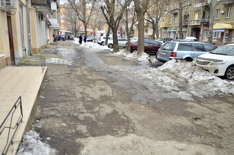 Улицы и тротуары Одессы остались покрыты льдом (ФОТО), фото-1