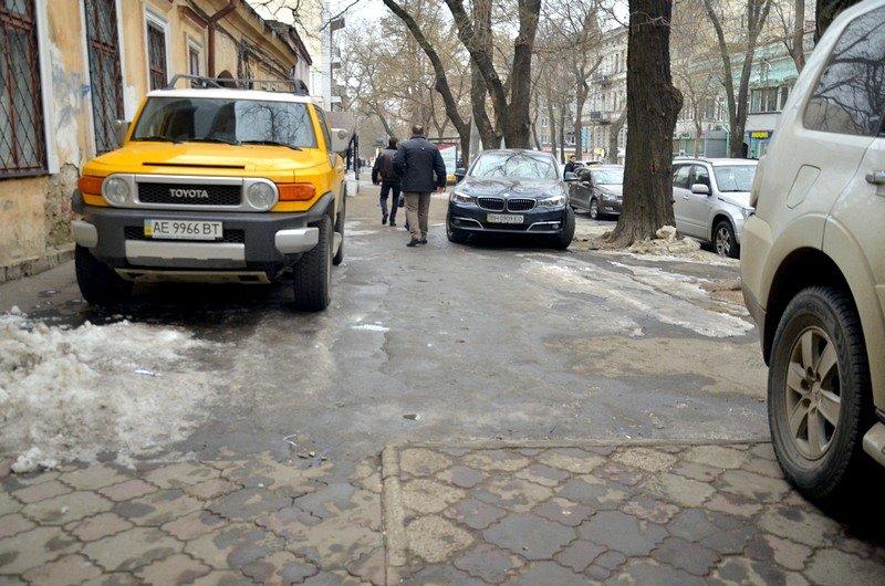 Улицы и тротуары Одессы остались покрыты льдом (ФОТО), фото-9