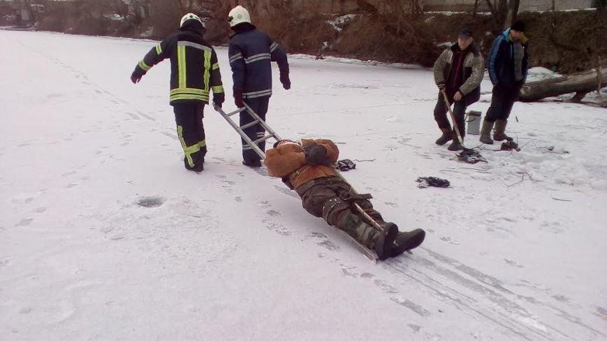 В Запорожье на льду рыбак сломал ногу, - ФОТО, фото-2