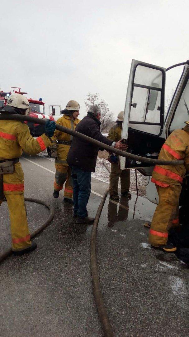 Под Мелитополем на ходу воспламенился автобус с пассажирами, фото-2