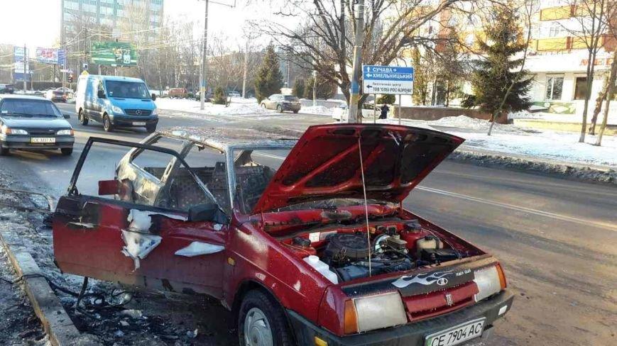 У Чернівцях під час руху загорілося авто (ФОТО), фото-1