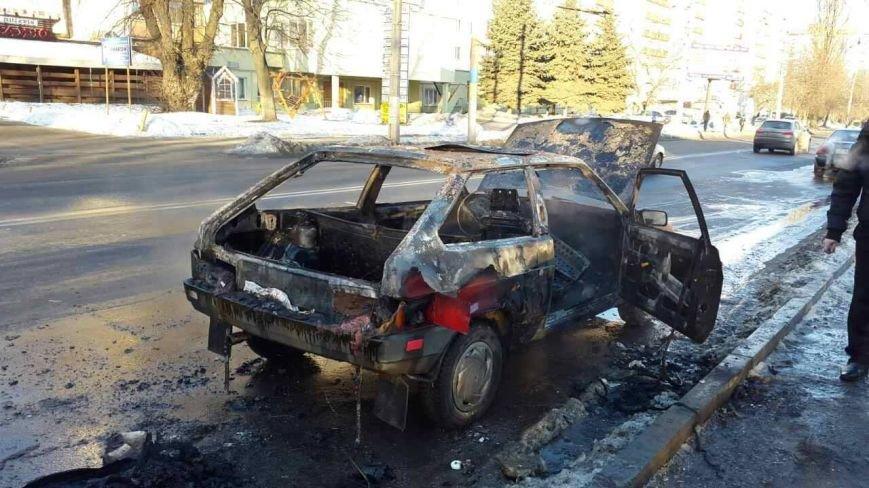 У Чернівцях під час руху загорілося авто (ФОТО), фото-2