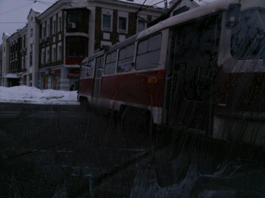 """Трамвайный """"дрифт"""" на улице Молочной. Вагон сошел с рельсов и перекрыл движение (ФОТО), фото-1"""