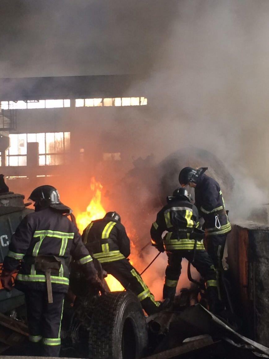 Спасателям удалось погасить масштабный пожар на въезде в Одессу (ФОТО), фото-1