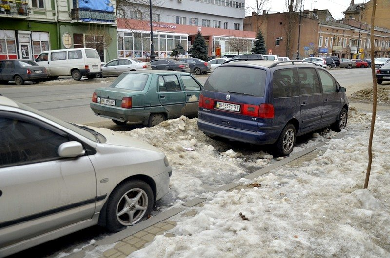 В Одессе сугробы «пленили» автомобили (ФОТО), фото-2