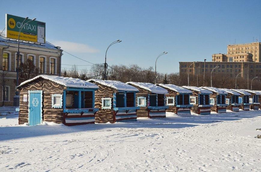 На площади Свободы начали разбирать новогоднюю елку (ФОТО), фото-3
