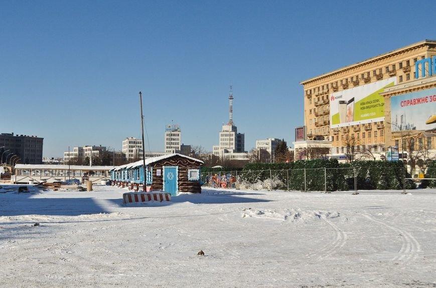 На площади Свободы начали разбирать новогоднюю елку (ФОТО), фото-2