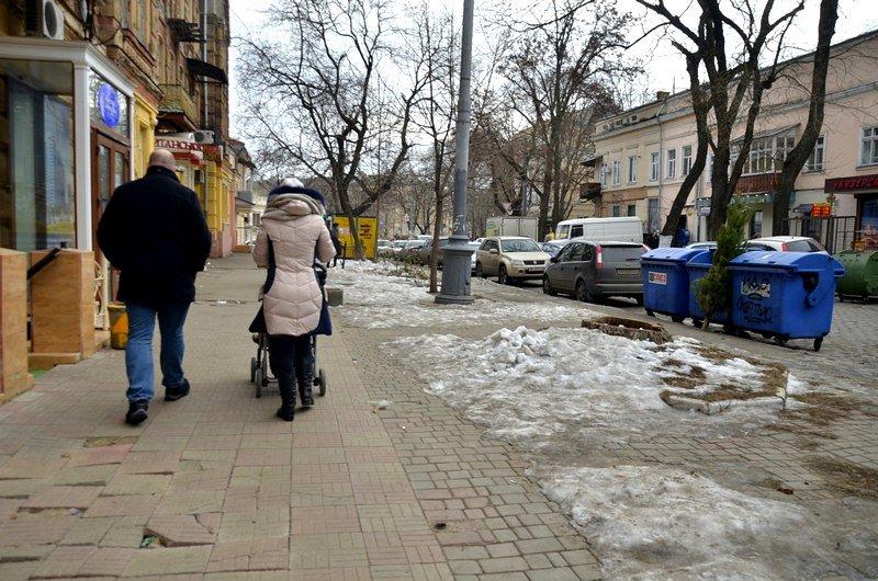 В центре Одессы остались горы снега, а на рынке не убирают (ФОТО), фото-55