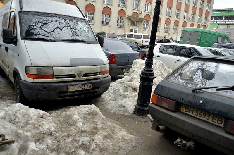 В центре Одессы остались горы снега, а на рынке не убирают (ФОТО), фото-32
