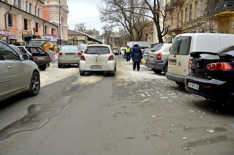 В центре Одессы остались горы снега, а на рынке не убирают (ФОТО), фото-44