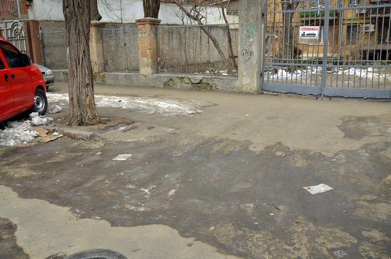 В центре Одессы остались горы снега, а на рынке не убирают (ФОТО), фото-45