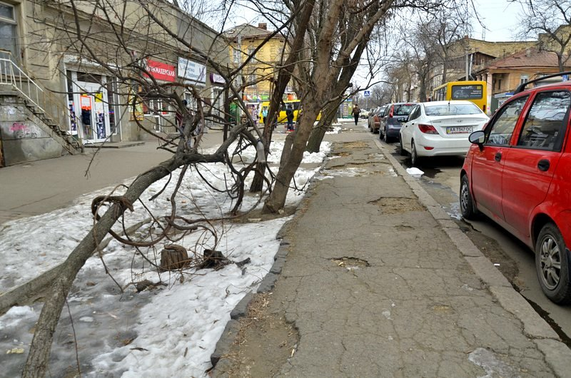 В центре Одессы остались горы снега, а на рынке не убирают (ФОТО), фото-25