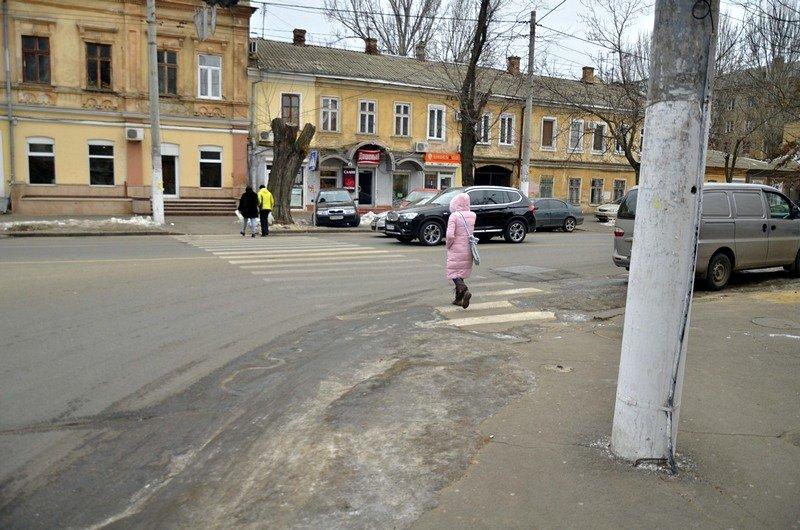 В центре Одессы остались горы снега, а на рынке не убирают (ФОТО), фото-1