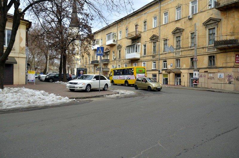 В центре Одессы остались горы снега, а на рынке не убирают (ФОТО), фото-56