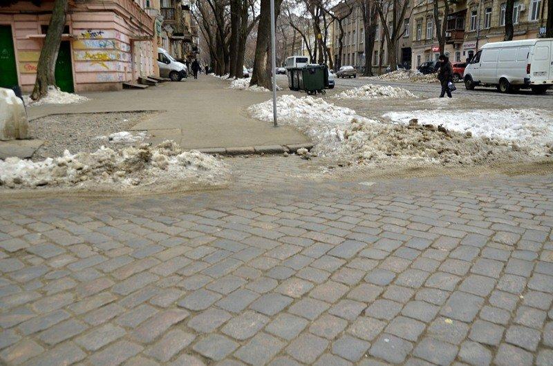 В центре Одессы остались горы снега, а на рынке не убирают (ФОТО), фото-37