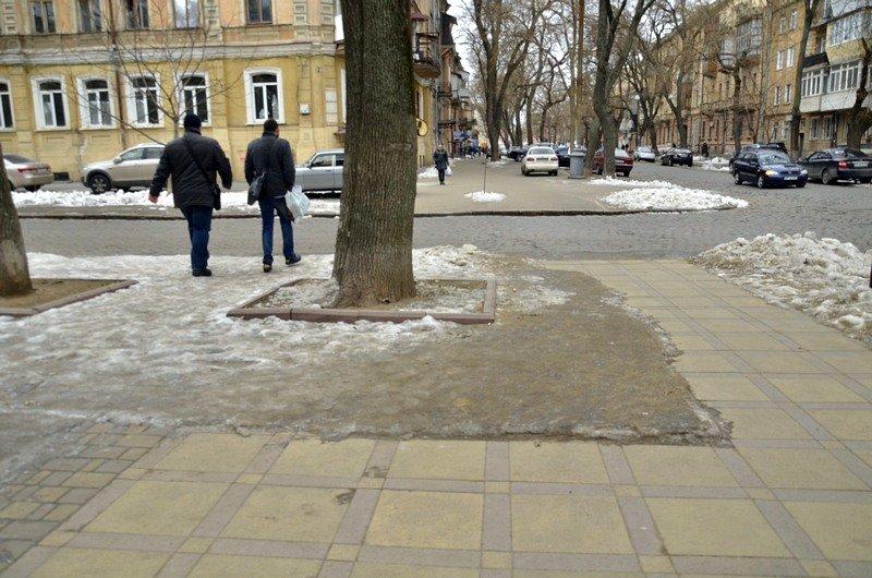 В центре Одессы остались горы снега, а на рынке не убирают (ФОТО), фото-40