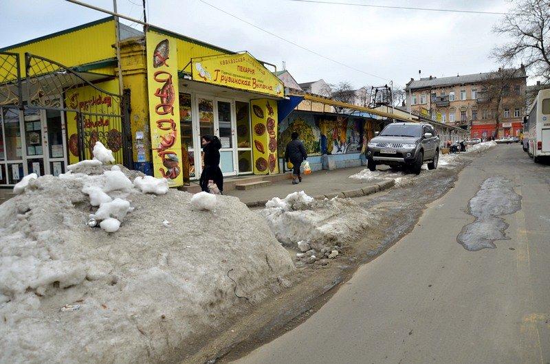 В центре Одессы остались горы снега, а на рынке не убирают (ФОТО), фото-50