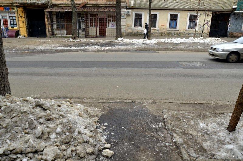 В центре Одессы остались горы снега, а на рынке не убирают (ФОТО), фото-19