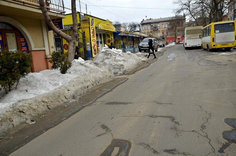 В центре Одессы остались горы снега, а на рынке не убирают (ФОТО), фото-49