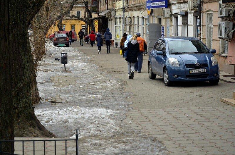 В центре Одессы остались горы снега, а на рынке не убирают (ФОТО), фото-24