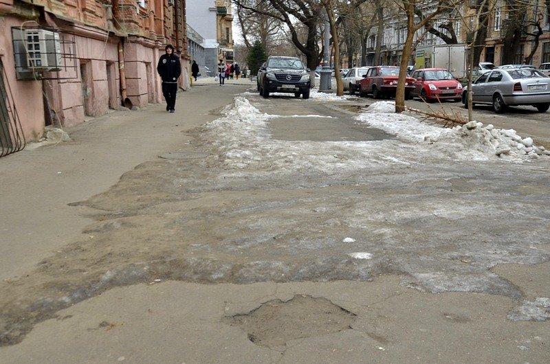 В центре Одессы остались горы снега, а на рынке не убирают (ФОТО), фото-53