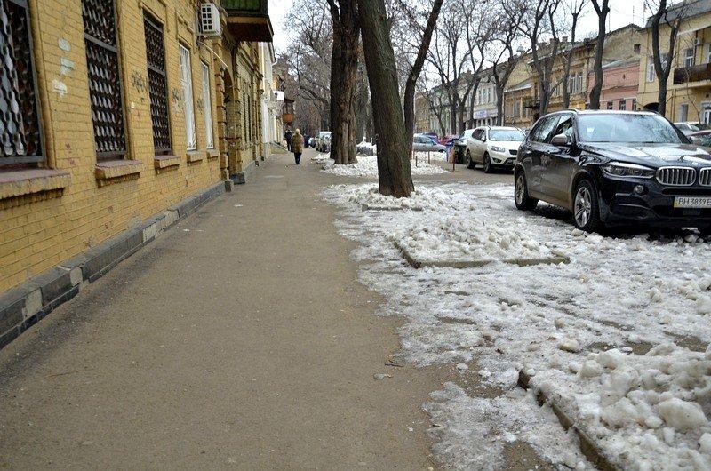 В центре Одессы остались горы снега, а на рынке не убирают (ФОТО), фото-36
