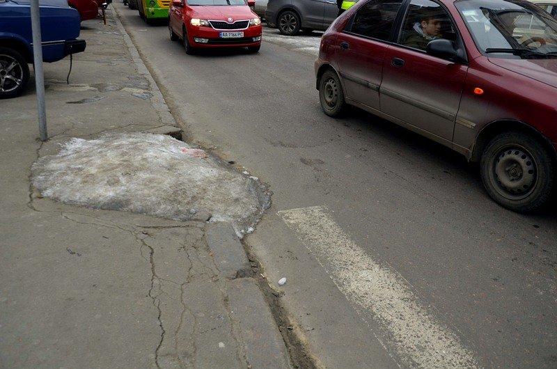 В центре Одессы остались горы снега, а на рынке не убирают (ФОТО), фото-27
