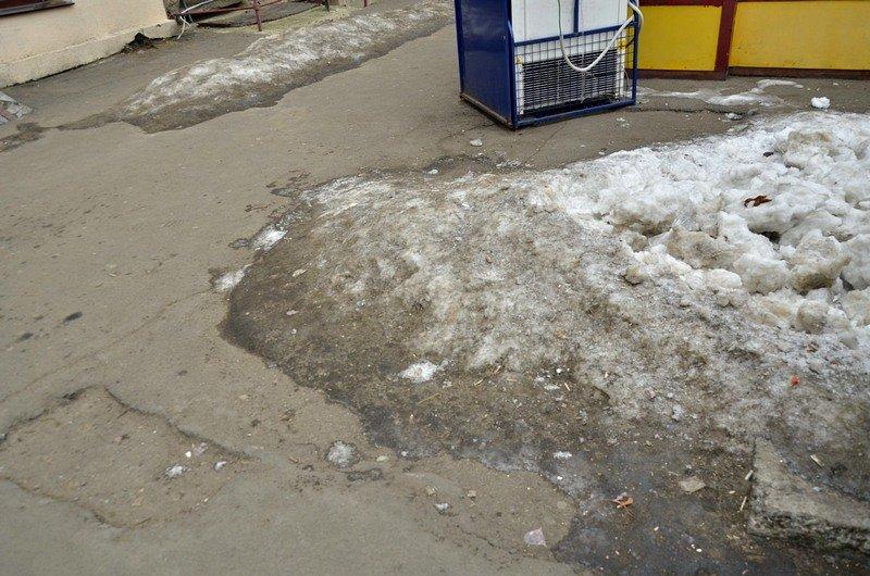 В центре Одессы остались горы снега, а на рынке не убирают (ФОТО), фото-29