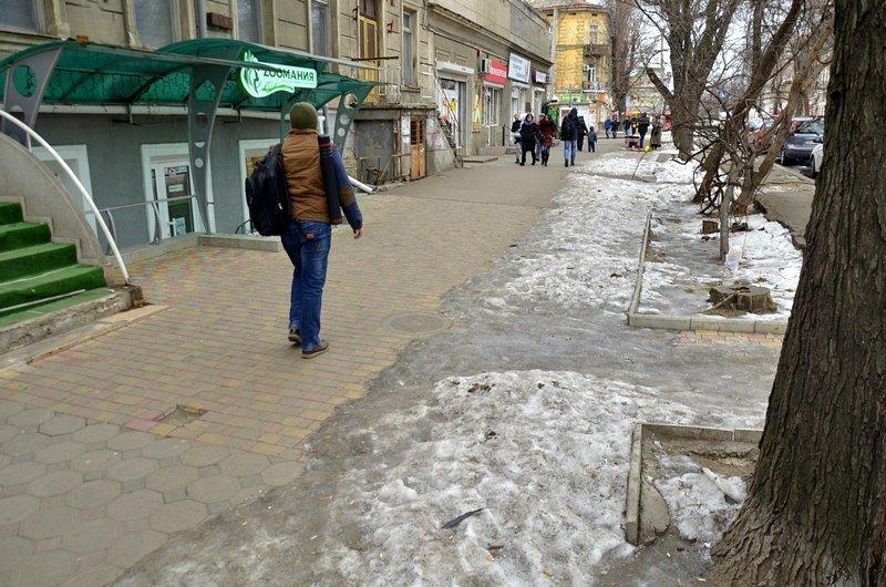 В центре Одессы остались горы снега, а на рынке не убирают (ФОТО), фото-23
