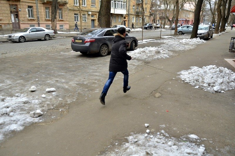 В центре Одессы остались горы снега, а на рынке не убирают (ФОТО), фото-42