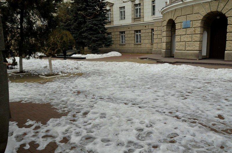 В центре Одессы остались горы снега, а на рынке не убирают (ФОТО), фото-15