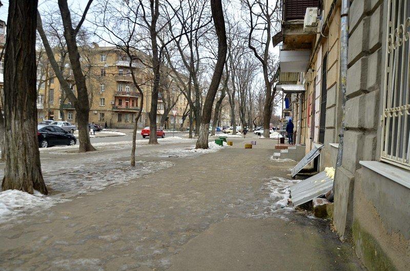 В центре Одессы остались горы снега, а на рынке не убирают (ФОТО), фото-39