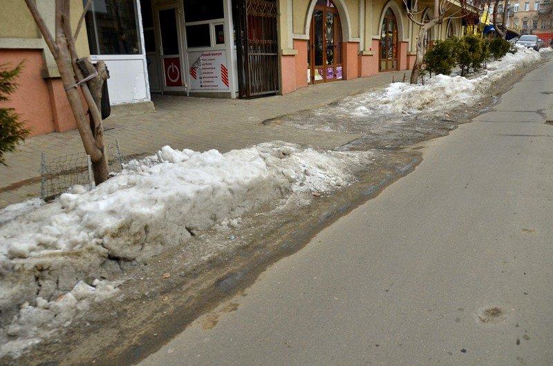 В центре Одессы остались горы снега, а на рынке не убирают (ФОТО), фото-48