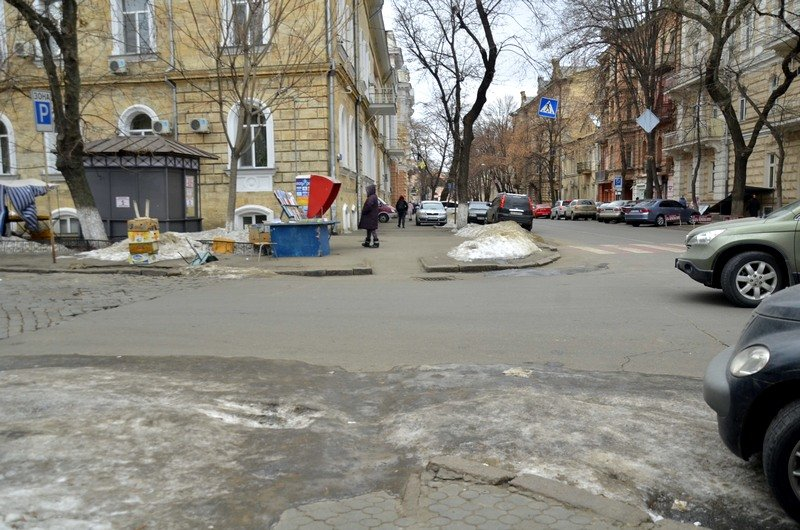 В центре Одессы остались горы снега, а на рынке не убирают (ФОТО), фото-41