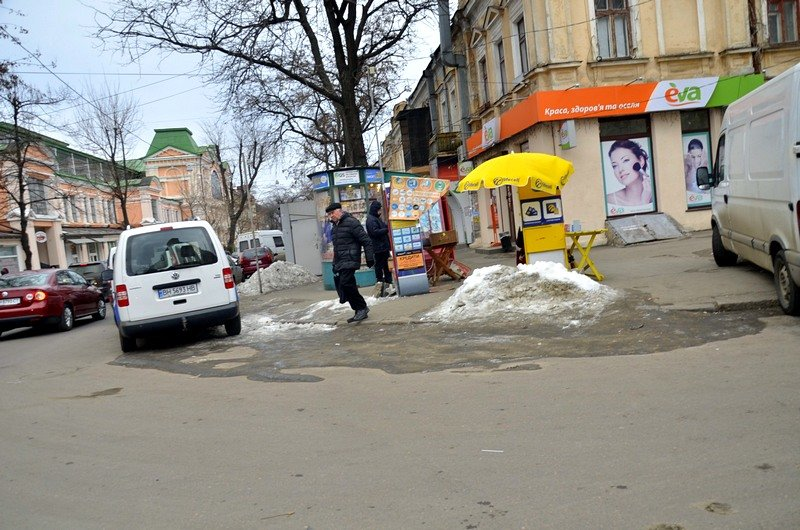 В центре Одессы остались горы снега, а на рынке не убирают (ФОТО), фото-28