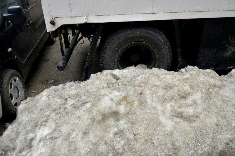 В центре Одессы остались горы снега, а на рынке не убирают (ФОТО), фото-31