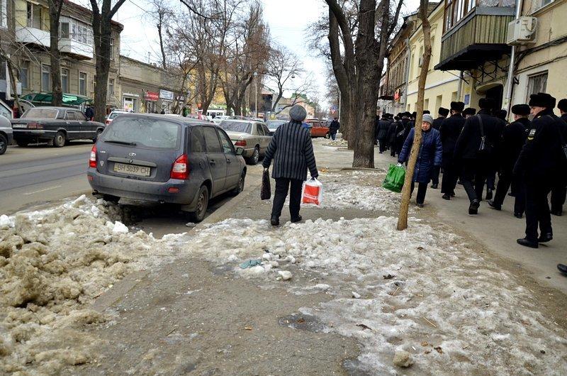 В центре Одессы остались горы снега, а на рынке не убирают (ФОТО), фото-22