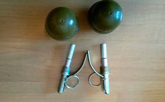 На Буковині чоловік вдома зберігав бойові гранати (ФОТО), фото-2