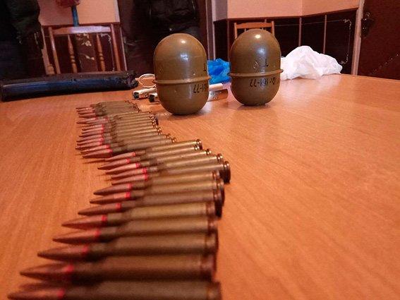 На Буковині чоловік вдома зберігав бойові гранати (ФОТО), фото-1