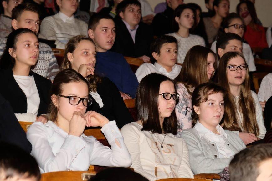 В Днепре ученики 34-й школы устроили патриотический концерт: КАК ЭТО БЫЛО (ФОТО), фото-1
