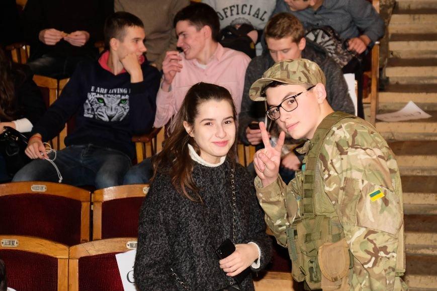 В Днепре ученики 34-й школы устроили патриотический концерт: КАК ЭТО БЫЛО (ФОТО), фото-3