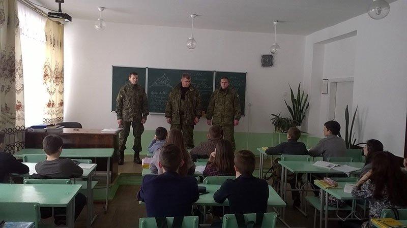Школьники Бахмута побывали на уроке правосознания и безопасности, фото-3