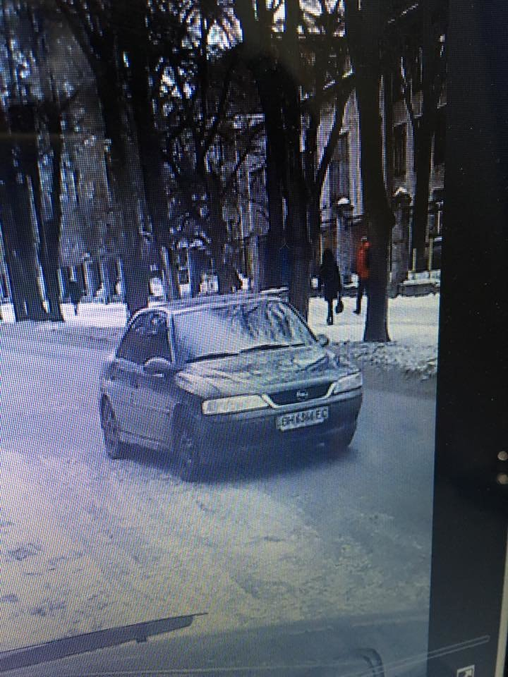 В центре Запорожья среди бела дня преследовали мужчину, а потом избили его и ограбили, - ФОТО, ВИДЕО, фото-3