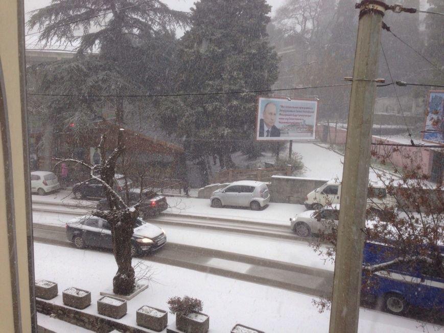 ФОТО: Ялту завалило снегом, фото-6