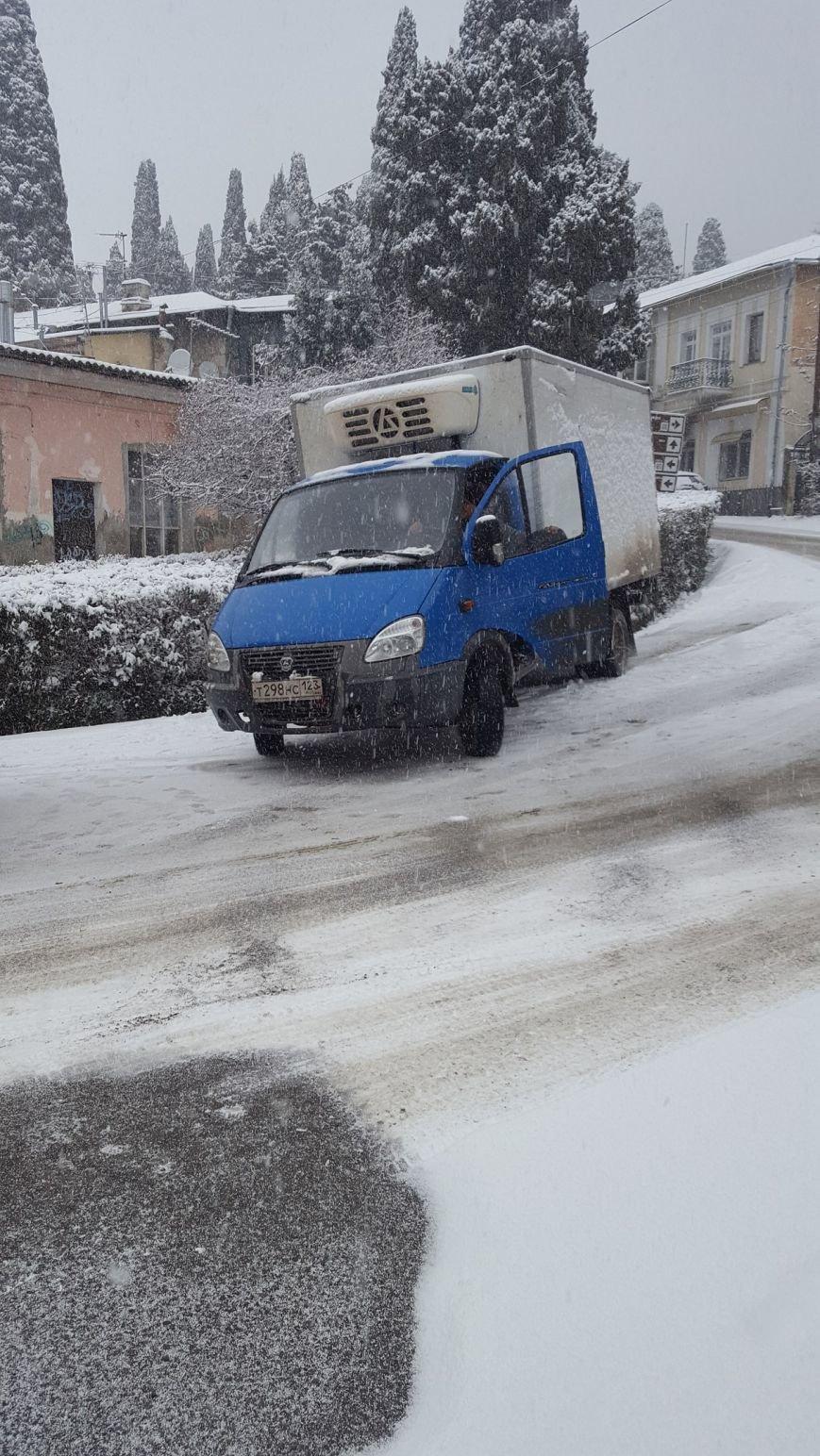 ФОТО: Ялту завалило снегом, фото-34